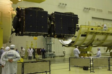 Les 2 satellites Express AT1 et Express AT2 satellites installés sur le dernier étage du lanceur, avant la mise sous coiffe (source : Roscosmos)