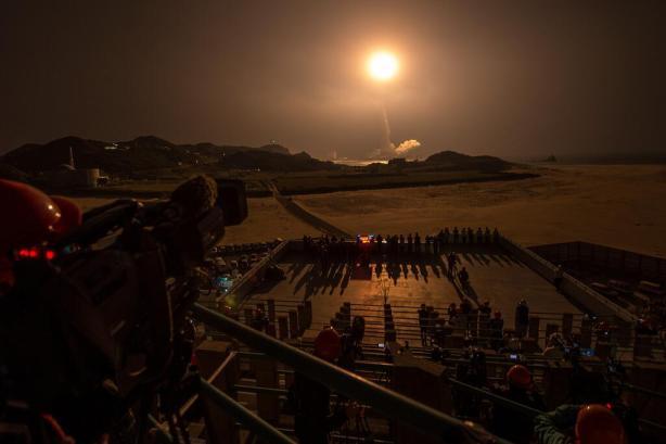 Décollage de la fusée H-IIA avec à son bord le satellite GPM, le 27 février 2014, depuis le centre de presse à environ 3,7 km du pas de tir (Crédit: NASA/Bill Ingalls)