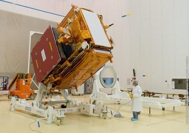 Préparation du satellite Sentinel-1A à Kourou (crédit ESA-CNES-Arianespace / Optique vidéo du CSG - P.Baudon)