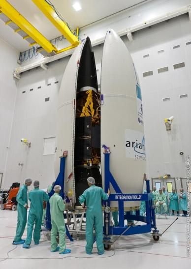 Le satellite DZZ-HR juste avant fermeture de la coiffe (source Stéphane Israel @arianespaceceo)