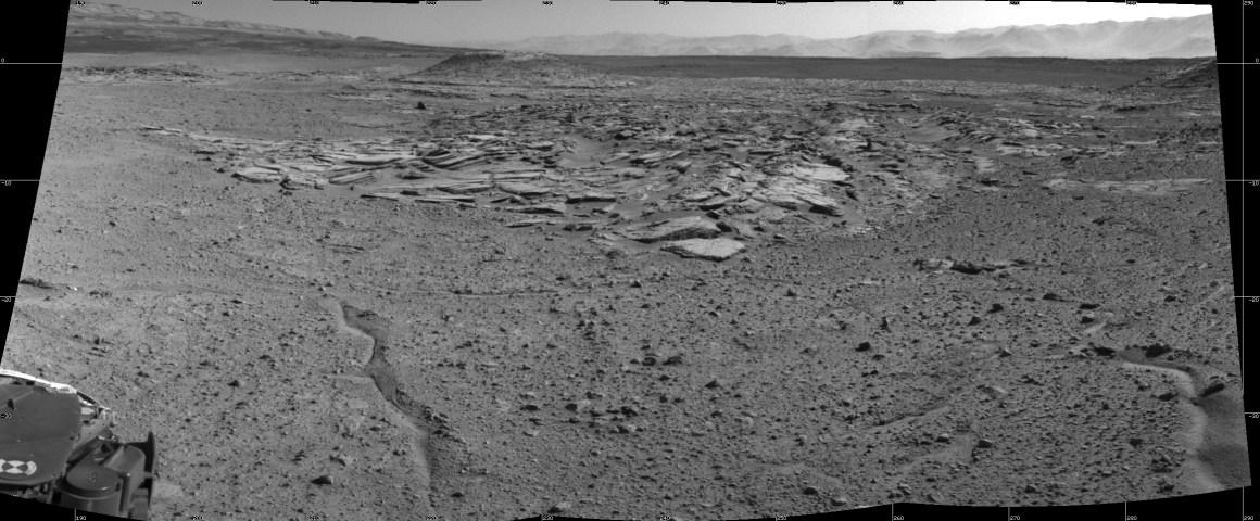 """Photo prise par Curiosity dans la zone """"Kimberley"""" peu après son arrivée le 2 Avril 2014. Le site offre une diversité de types de roches (Crédit image: NASA / JPL-Caltech)"""