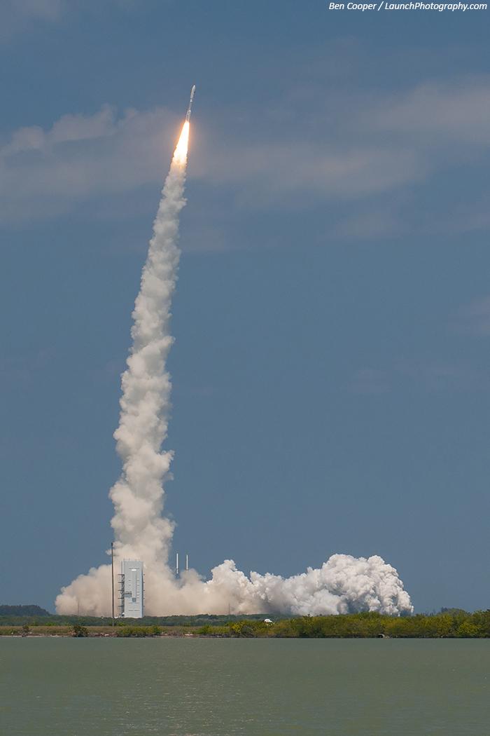 Décollage de la fusée Atlas 5 avec NROL-67 à son bord (photo de Ben Cooper)