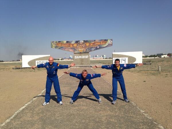 Suraev, Gerst et Reid à Baïkonour(source @Msuraev)