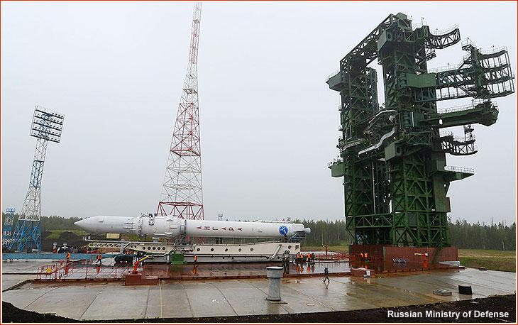 Roulage de la fusée Angara sur la pas de tir de Plesetsk le 25 juin 2014. (source Ministère de la Défense russe)
