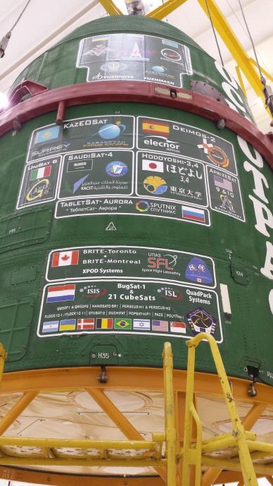 La coiffe du lanceur Dnepr avec les logos des 37 satellites lancés (source ISIS Launch Services weblog)