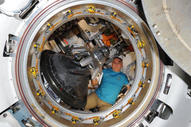 Alexander Skvortsov dans le cargo Progress (source Oleg Artemyev)