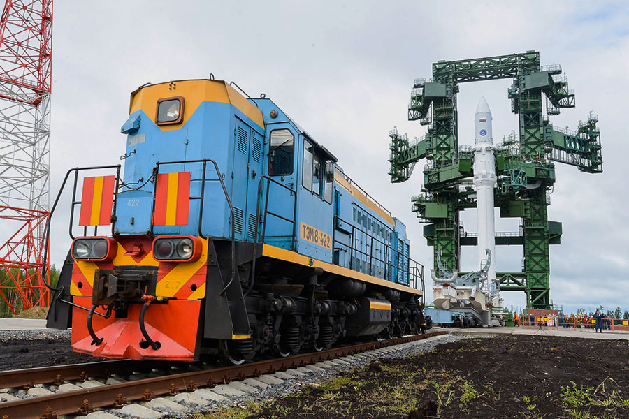 Le lanceur Angara-1.2PP peu de temps après son érection sur le pas de tir dédié à Plesetsk le 25 juin 2014 (source Ministère de la Défense russe)