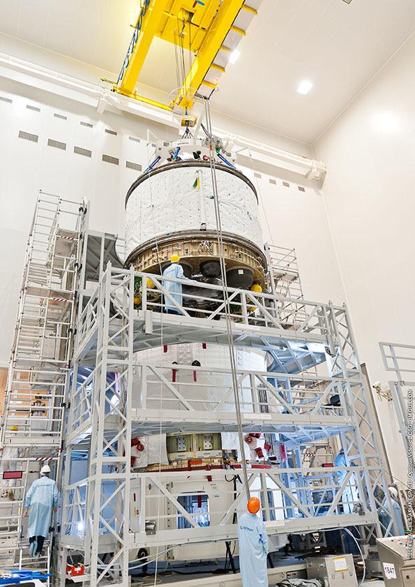 Assemblage ATV5, ICC et Service Module  le 05/05/2014 (© ESA-CNES-ARIANESPACE / Optique Vidéo du CSG)