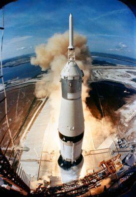 la fusée Saturn 5 décolle le 16 juillet 1969 emportant l'équipage d'Apollo 11 (source NASA)