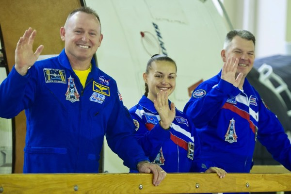 Barry Wilmore, Yelena Serova et Aleksandr Samokutyayev de l'expedition 41/42 (Crédit photo: Roscosmos)