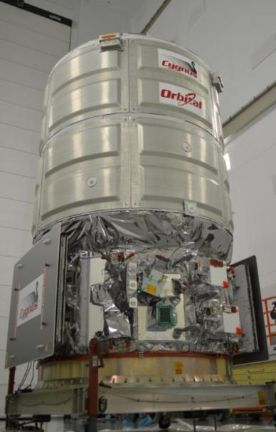 Le cargo Cygnus Orb3 en préparation (Credit: Orbital Sciences Corp)