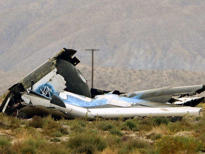 Débris du SpaceShipTwo dans le désert de Mojave (Photo: Michael Nelson, European Pressphoto Agency)
