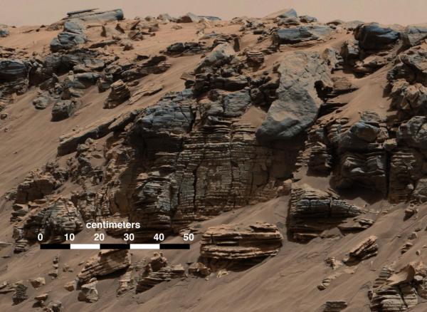 Cette image de la caméra MASTCAM de Curiosity le 7 août 2014 représente un exemple typique d'un dépôt sédimentaire effectué par les rivières, les deltas et les lacs. (Credit: NASA/JPL-Caltech/Imperial College)