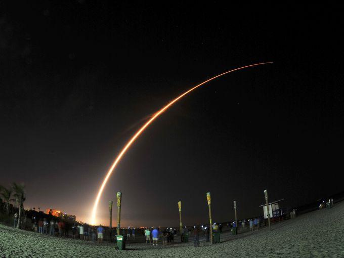 635618002809385813-Altas-V-Launch-Cocoa-Beach-2 (1)