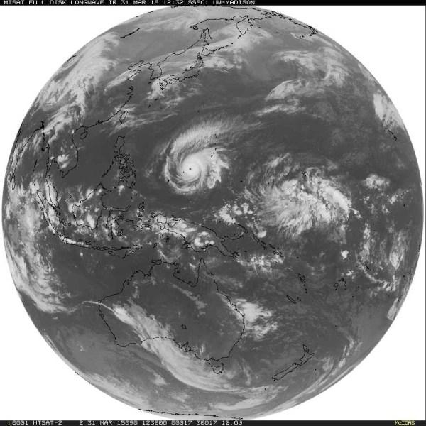 Image satellite montrant la taille globale du Super Typhon Maysak dans l'océan Pacifique occidental le 31 Mars 2015. (Credit image : Université du Wisconsin)