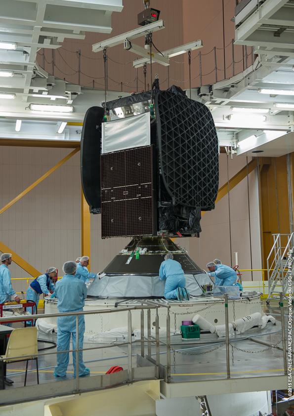 Integration SKY MEXICO-1 sur lanceur au BAF le 12/05/2015 (credit CNES, CSG, Arianespace)