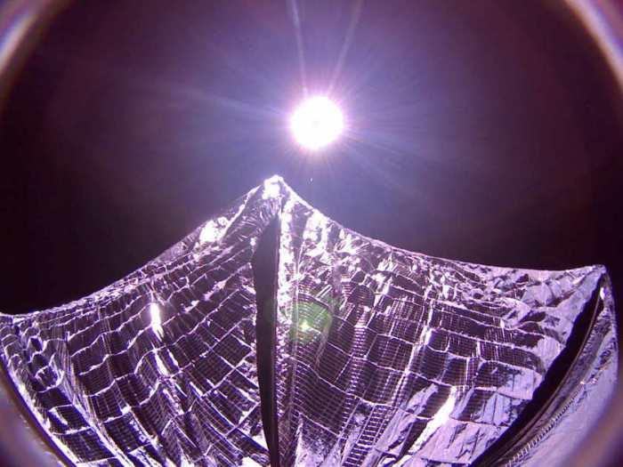LightSail a capturé cette image de ses voiles solaires déployés en orbite terrestre le 8 Juin 2015. (© Planetary Society)
