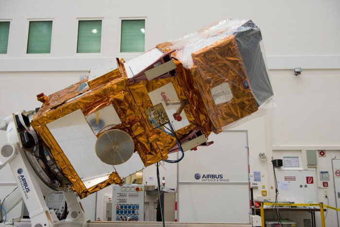 Sentinel 2A durant des tests à IABG chez Airbus Defence and Space (©ESA–S. Corvaja, 2015)