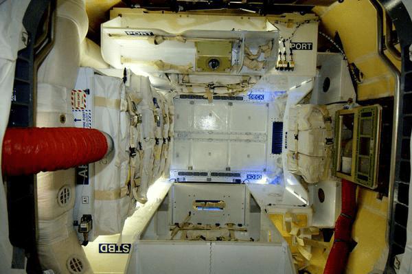 Interieur-cargo-dragon-spx7.jpg