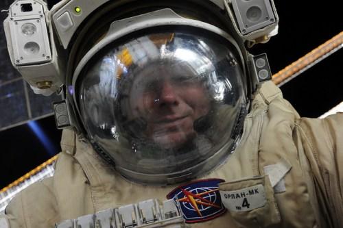 Gennady Padalka lors de la sortie spatiale EVA 41, 10.08.2015 (credit Roscosmos)