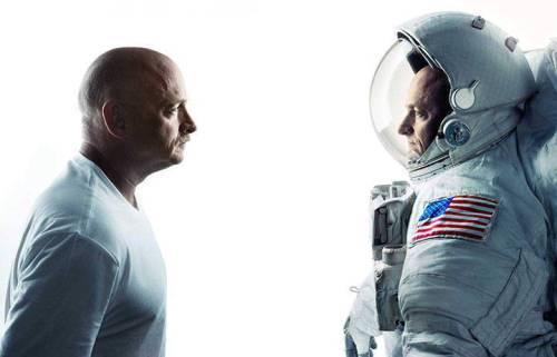 """Scott Kelly (à droite) et son jumeau Mark Kelly participent à une série d'études appelées """"Twin Study"""" (Crédits: NASA)"""
