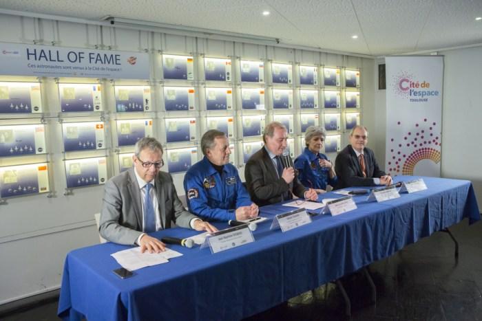 1er Comité de pilotage et Conférence de Presse du 30ème Congrès Mondial des Astronautes 2017 à la Cité de l'espace à Toulouse. De gauche à droite : Jean Baptiste Desbois, Directeur général de la Cité de l'espace ; Michel Tognini, Astronaute, Représentant pour la France de l'association des Space Explorers ; Jean-Luc Moudenc, Maire de Toulouse, Président de Toulouse Métropole, Président de la Cité de l'espace ; Claudie Haigneré, Astronaute, Conseiller auprès du Directeur général de l'Agence Spatiale Européenne (ESA), Marraine de la Cité de l'espace ; Dorin Prunariu, Cosmonaute roumain, Président de l'Association des Space Explorers Europe (Crédit© Cité de l'espace, Manuel Huynh)