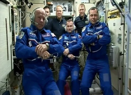 L'Expedition 47 au complet lors de la première communication avec la Terre après l'arrivée de Alexey Ovchinin, Jeff Williams et Oleg Skripochka le 19/03/2016 (credit NASA TV)