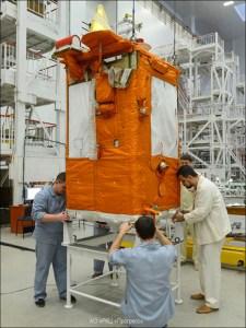 Le satellite Aist-2D en préparation (credit SRC 'Progress)