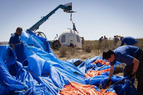 Récupération de la capsule lancée par le lanceur New Shepard de Blue Origin le 02/04/2016 (credit Blue Origin)