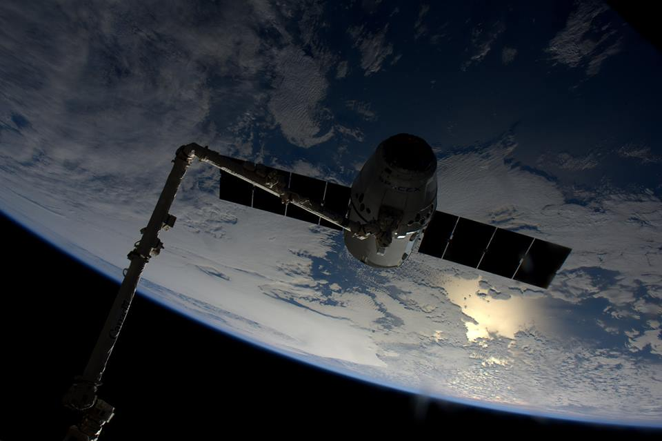 dragon_crs_8_capture_ISS