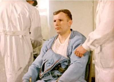 Dernier examen medical avant son vol pour Youri Gagarine (source Tezio, espace-passion)