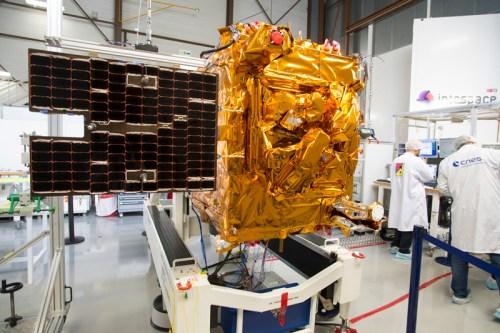 Le satellite Microscope en cours d'essais au CNES (credit CNES)