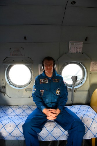 Tim Peake dans l'hélicoptère de récupération après son retour sur Terre le 18/06/2016 (Credit: ESA–Stephane Corvaja)