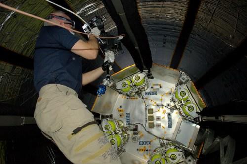 Jeff Williams pour la première fois dans le module BEAM dans l'ISS le 06/06/2016, photographié par Tim Peake (credit NASA / ESA)