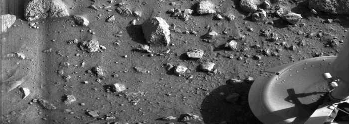 Première image transmise par l'atterrisseur Viking 1 de la surface martienne le 20/07/1976 (credit NASA/JPL)