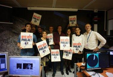Les équipes du SONC (Science operation & navigation center), au CNES de Toulouse adressent un dernier message à Philae (Crédit : CNES)
