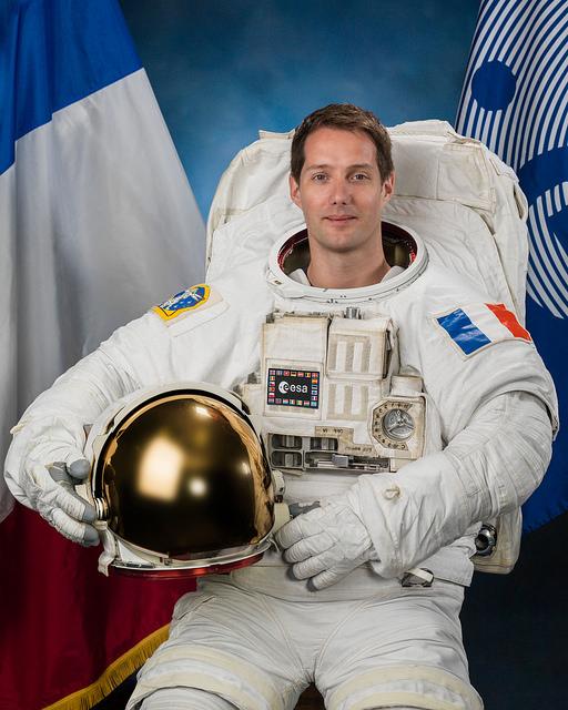 Photo officielle de Thomas Pesquet en scaphandre de sortie extra-véhiculaire (credit NASA/ESA)