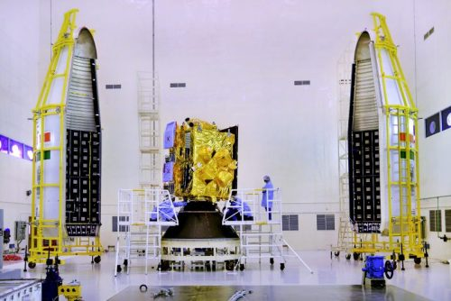 La satellite Insat-3DR avant la mise sous coiffe et son lancement à bord d'une GSLV le 08/09/2016 (credits ISRO)