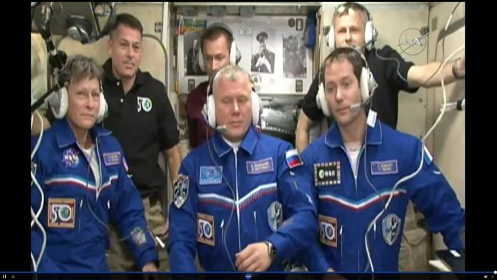 Peggy Whitson, Oleg Novitskiy et Thomas Pesquet ont rejoint Shane Kimbrough, Sergey Ryzhikov et Andrey Borisenko à bord de l'ISS le 20/11/2016 (source NASA TV)