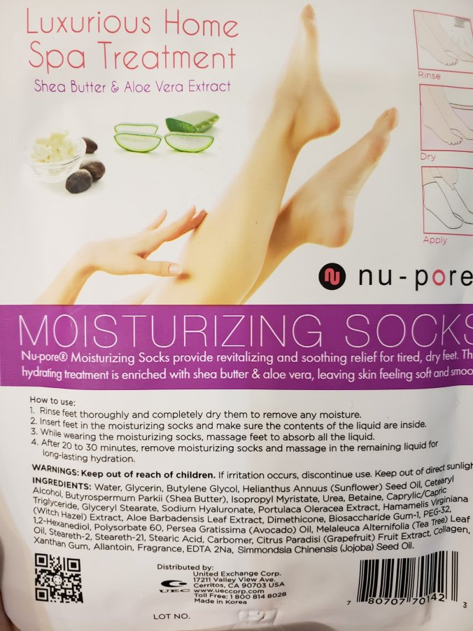 back of moisturizing socks package