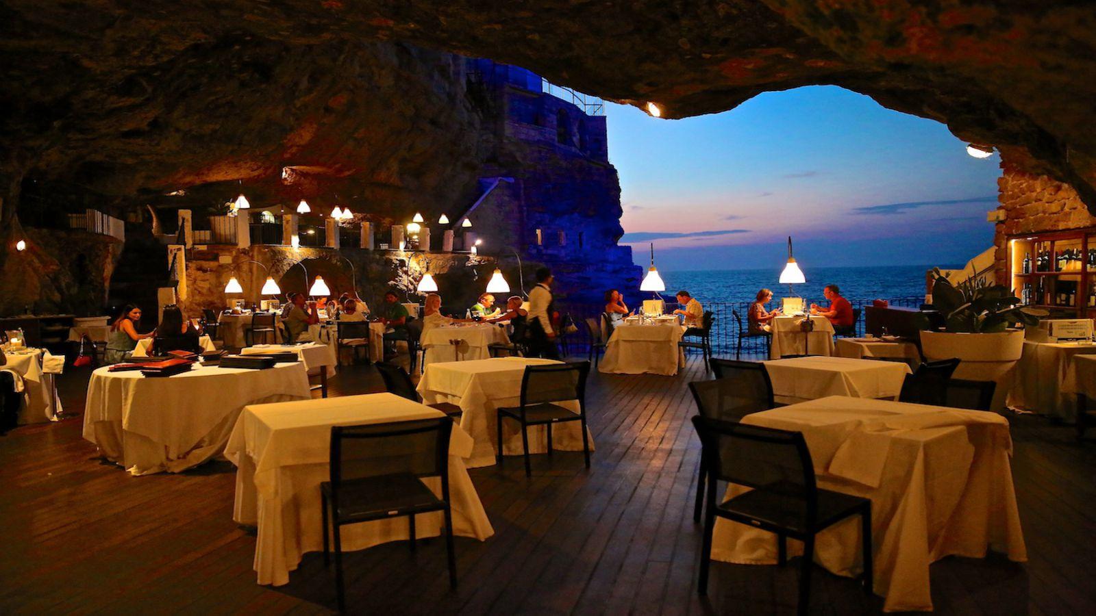 Bữa tối huyền ảo tại Hang Trống – vịnh Hạ Long