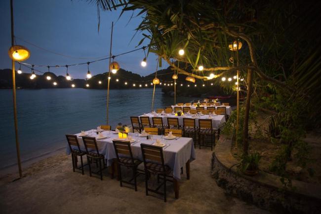 Tiệc tối trên bãi biển đảo Tự Do Freedom Island