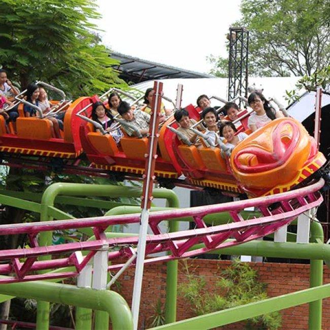 Trò chơi Tàu lượn siêu tốc 3 vòng xoắn trong Tuần Châu Park