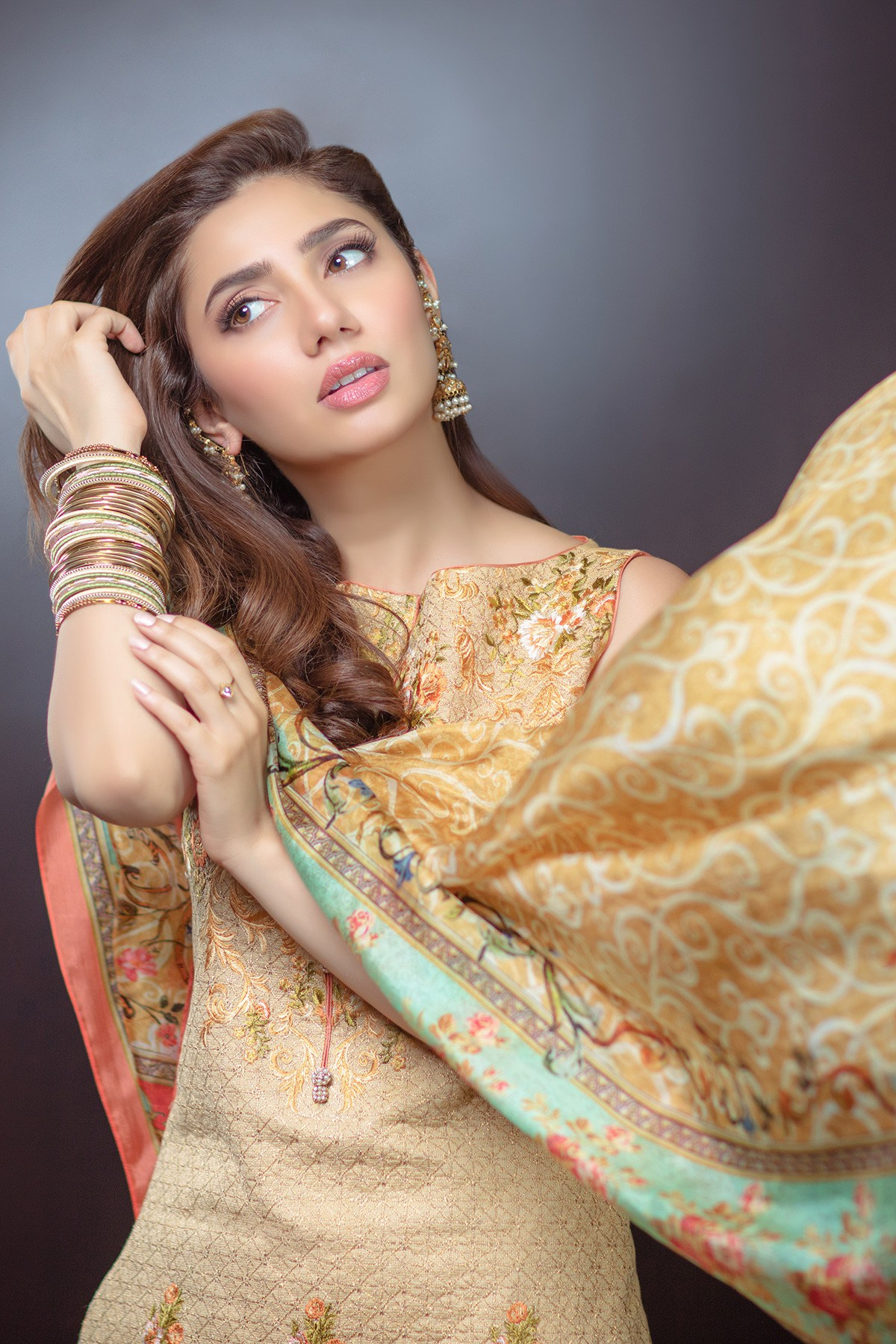 Mahira Khan Dazzles In Alkarams Eid Collection Reviewitpk
