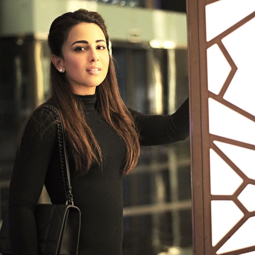 Latest Pictures of Actress Ushna Shah from her Visit to Dubai | Reviewit.pk