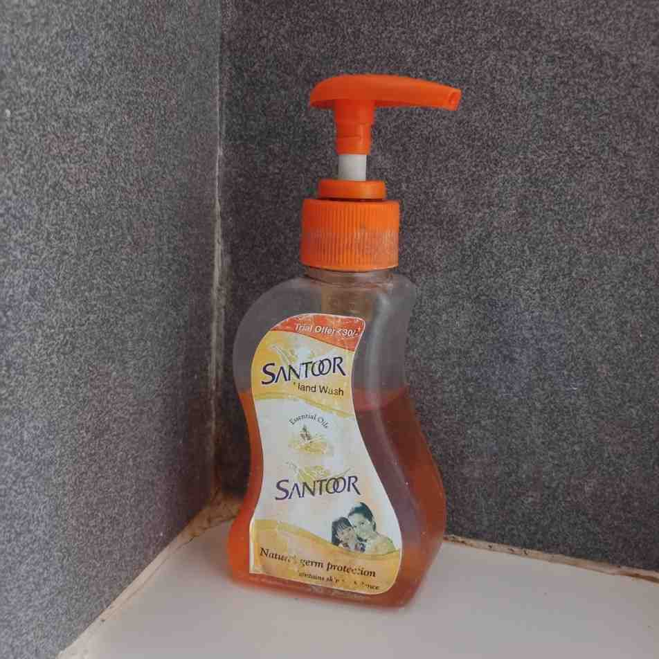 Santoor Handwash Review: Santoor handwash Doesn't Smell So Good! I Hate This Excessive Smell