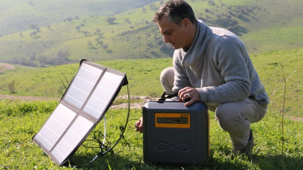How To Charge The Kalisaya KP401 Using A Solar Panel