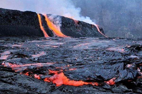 Fissure eruptions at Mt Nyiragongo. Image credit Imgsoup.