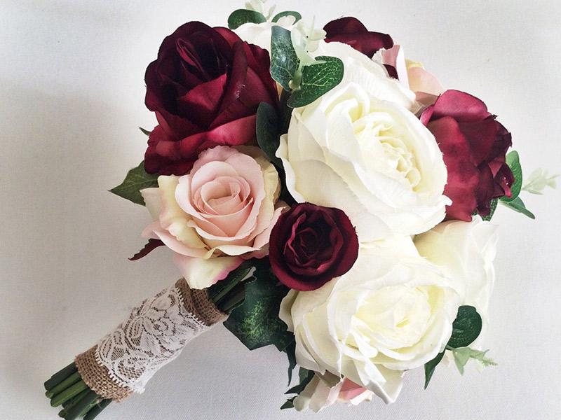 Buquê de noiva artificial rosa branca e vermelha