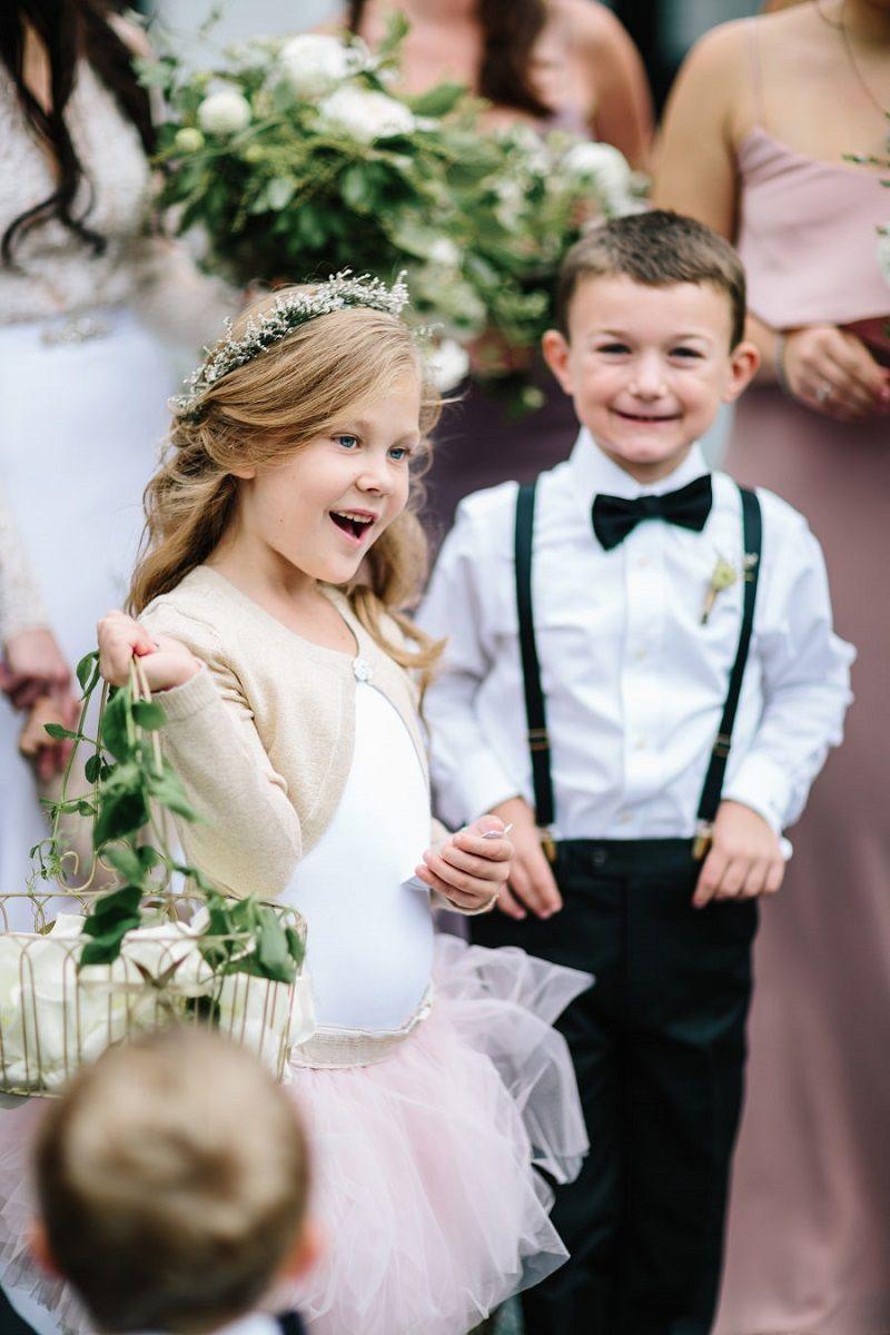 florista-e-pajem-na-cerimônia-de-casamento